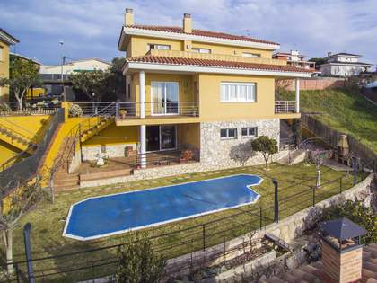370 m² villa with a terrace for sale in Canet de Mar