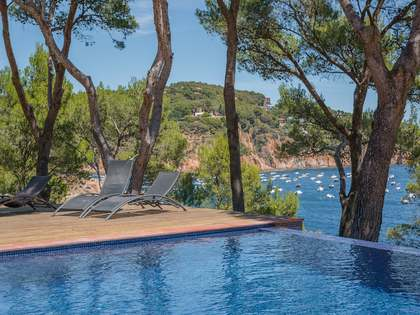 First line detached property in Tamariu for sale with incredible views and swimming pool