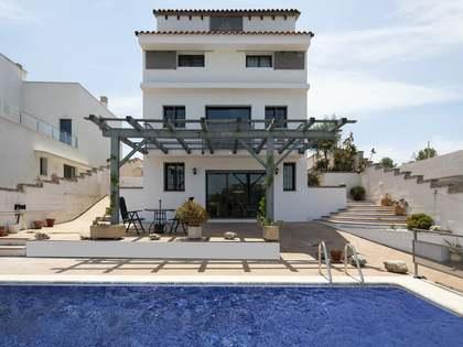 Huis / Villa van 350m² te koop in Els Cards, Sitges