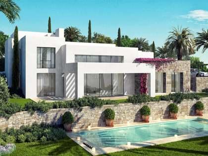 Villa de 601m² con jardín y piscina en venta en Estepona