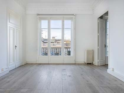Renovated apartment for rent in the Eixample, Barcelona