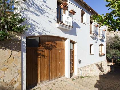 Townhouse for sale in village near Sitges