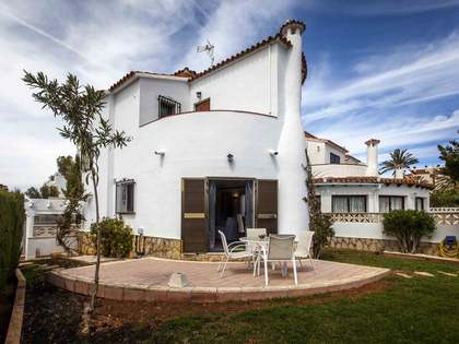 Lovely villa for sale in Denia, a few meters from the sea