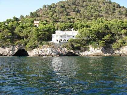 Villa de 8 dormitorios en venta en la Costa de Los Pinos, este de Mallorca.