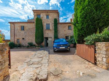 437m² Country house with 6,533m² garden for sale in Baix Empordà