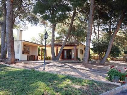 Chalet de 4 dormitorios con jardín en venta en Monasterios