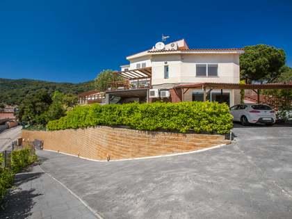 Amplia casa de 3 plantas con piscina, en venta en Mas Coll