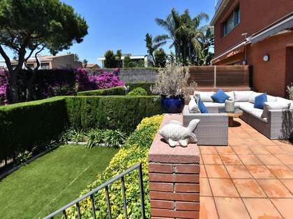 300m² House / Villa for rent in Gavà Mar, Barcelona