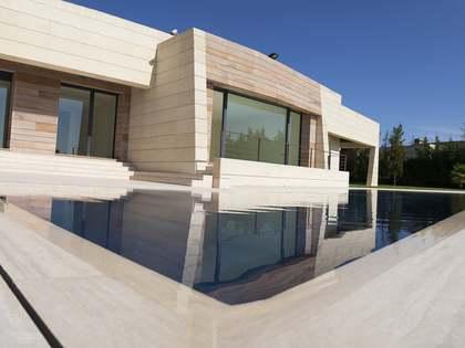 在 Pozuelo, 马德里 800m² 出售 豪宅/别墅 包括 花园 2,200m²