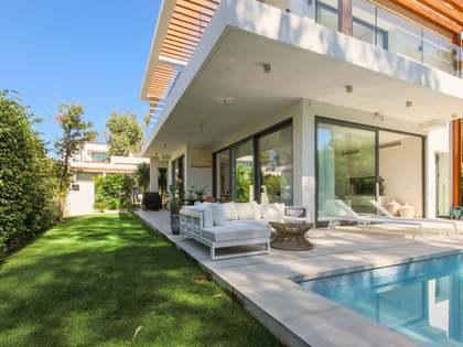 Casa de 287 m² con 126 m² de jardín en venta en Estepona