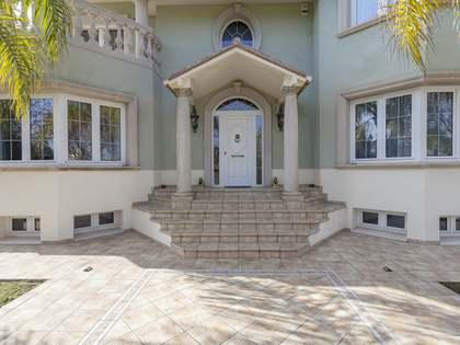 Дом / Вилла 390m², 40m² террасa на продажу в Bétera