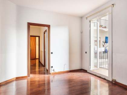 70 m² apartment with 6 m² terrace for sale in Eixample Right