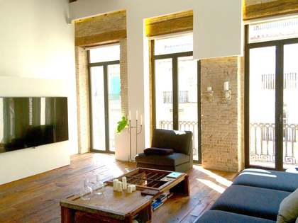 Renovated Modernista penthouse for sale in the city centre