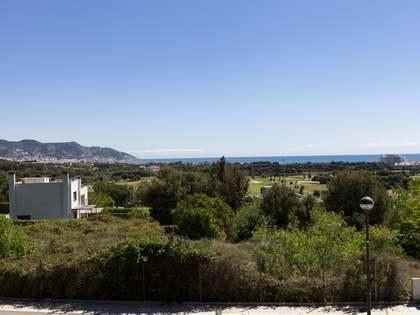 Perceel van 1,940m² te koop in Terramar, Sitges