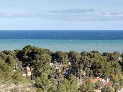 Villa ibicenca con vistas al mar en venta en Denia