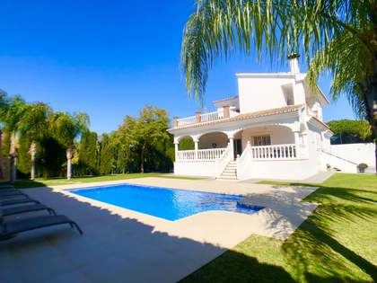 585m² House / Villa with 1,114m² garden for sale in Nueva Andalucía