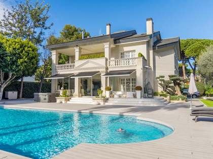 642m² House / Villa for sale in La Pineda, Barcelona