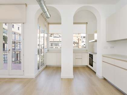 100m² Apartment with 8m² terrace for rent in Eixample Right