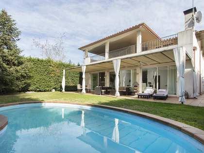 Дом / Вилла 300m² на продажу в Sant Cugat, Барселона