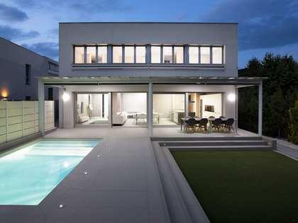 Villa de 385 m² con 350 m² de jardín en venta en Argentona