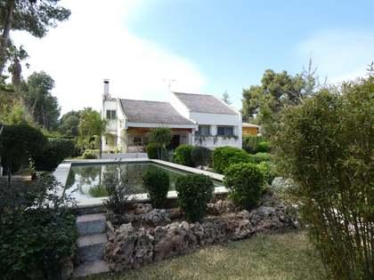 Casa / Villa de 277m² en venta en Los Monasterios, Valencia