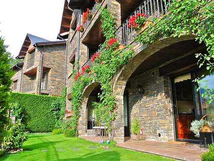 4-storey chalet with stunning views of the valley of Andorra