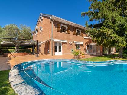 400m² House / Villa with 1,000m² garden for rent in Pozuelo