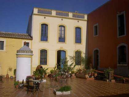 Beautiful country and vineyard estate for sale in Penedès