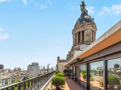 250m² Penthouse with 57m² terrace for sale in Eixample Right