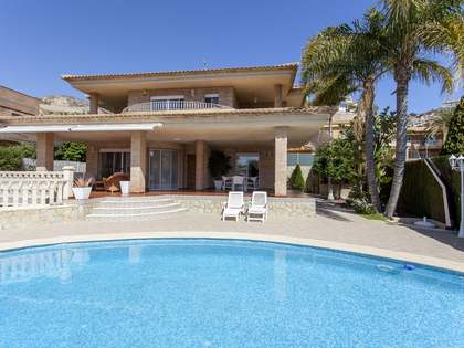 201m² House / Villa with 403m² garden for sale in Cullera