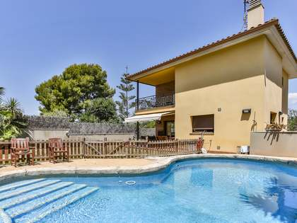 247 m² villa with 322m² garden for sale in Vilanova i la Geltrú