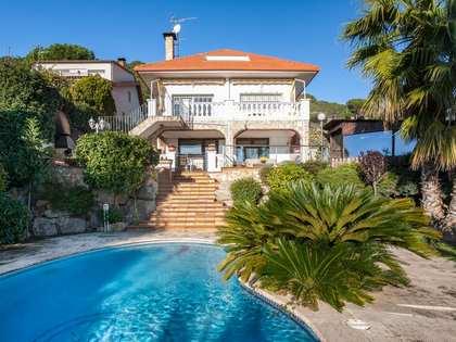 Casa de 5 dormitorios con piscina en venta en Argentona