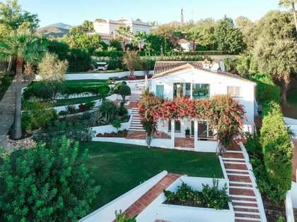 296m² Hus/Villa med 41m² terrass till salu i East Marbella