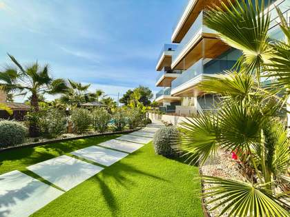 156m² Apartment with 231m² garden for sale in Alicante ciudad