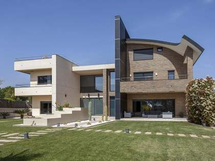 Huis / Villa van 1,123m² te koop in Bétera, Valencia