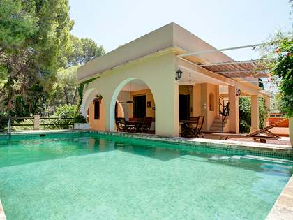 328m² House / Villa with 1,404m² garden for sale in Dénia