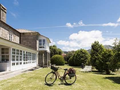 Casa / Villa di 1,235m² in vendita a Pontevedra, Galicia