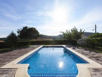 Casa familiar con amplio terreno en venta en Olivella