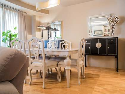 Spacious renovated 3-bedroom apartment to buy in Gran Via