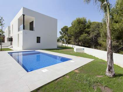 365m² House / Villa for sale in Paterna, Valencia