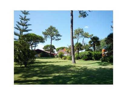 Large villa set in mature grounds, Quinta da Marinha, Cascais