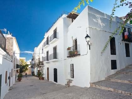 Casa adosada de 207m² en venta en Dalt Vila, Ibiza
