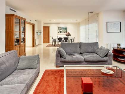 240m² Apartment with 23m² terrace for sale in Tres Torres