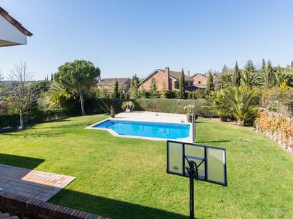 630m² House / Villa with 1,000m² garden for rent in Pozuelo