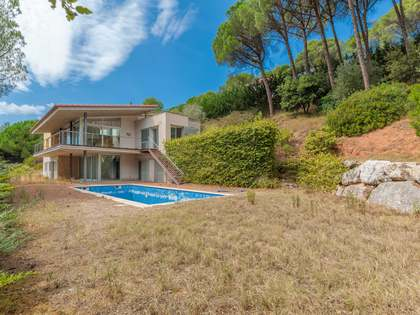 480m² House / Villa with 2,000m² garden for sale in Montjuic