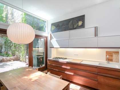 Huis / Villa van 140m² te huur met 40m² terras in Gracia
