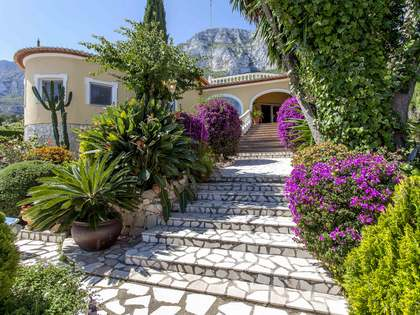 166m² house with 77m² terrace for sale in Denia