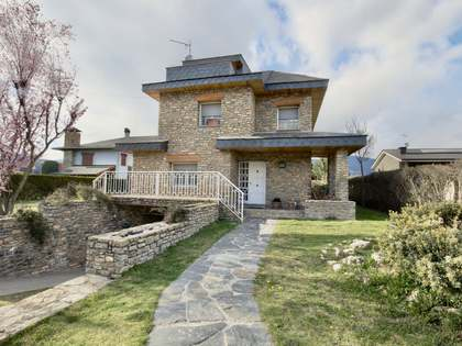 Casa de 256 m² con 300 m² de jardín en venta en Alt Urgell