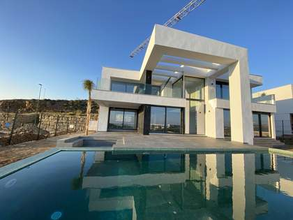 397m² House / Villa with 31m² terrace for sale in East Málaga
