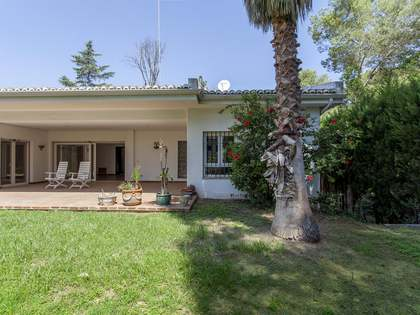 500m² House / Villa with 1,790m² garden for sale in Godella / Rocafort